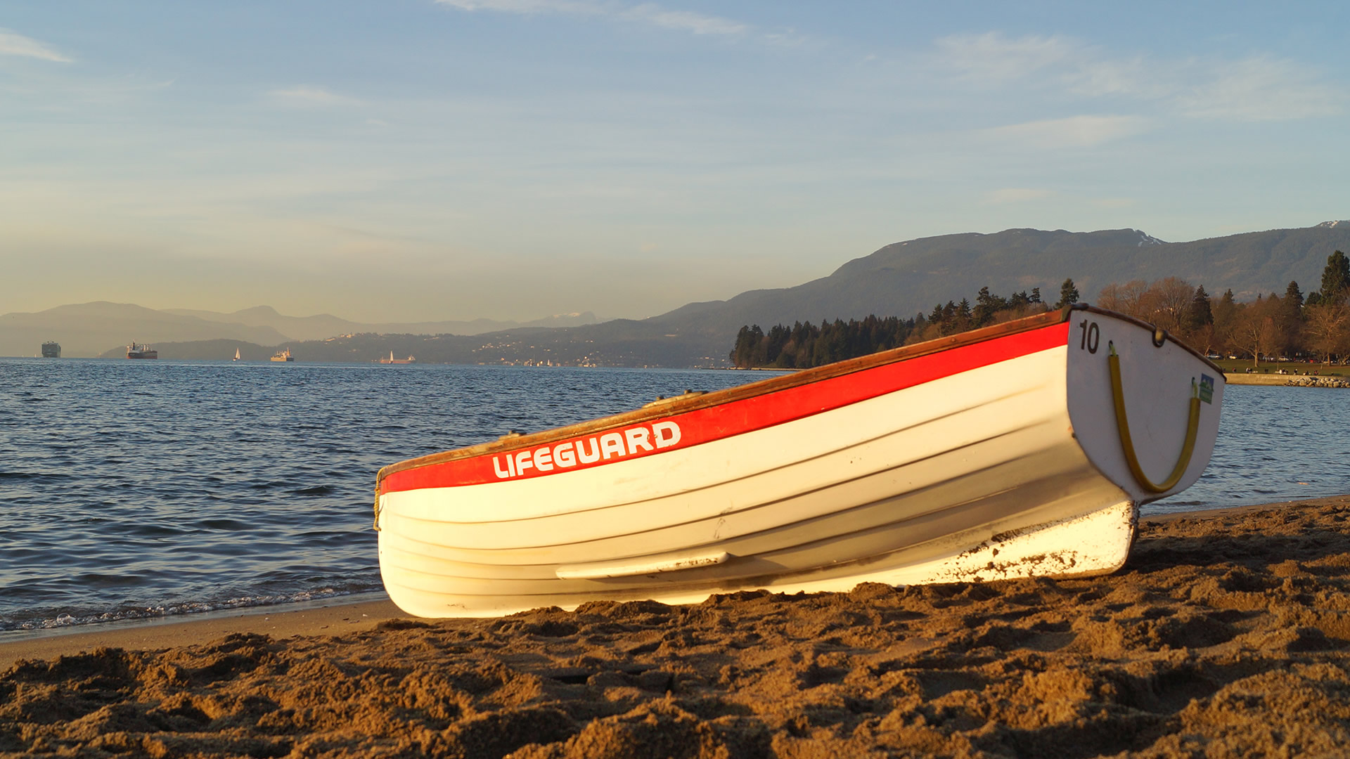 Westcoast-Lifeguard-Rowboat-credit-City-of-Vancouver-Whitehall-Rowing-and-Sail-1a